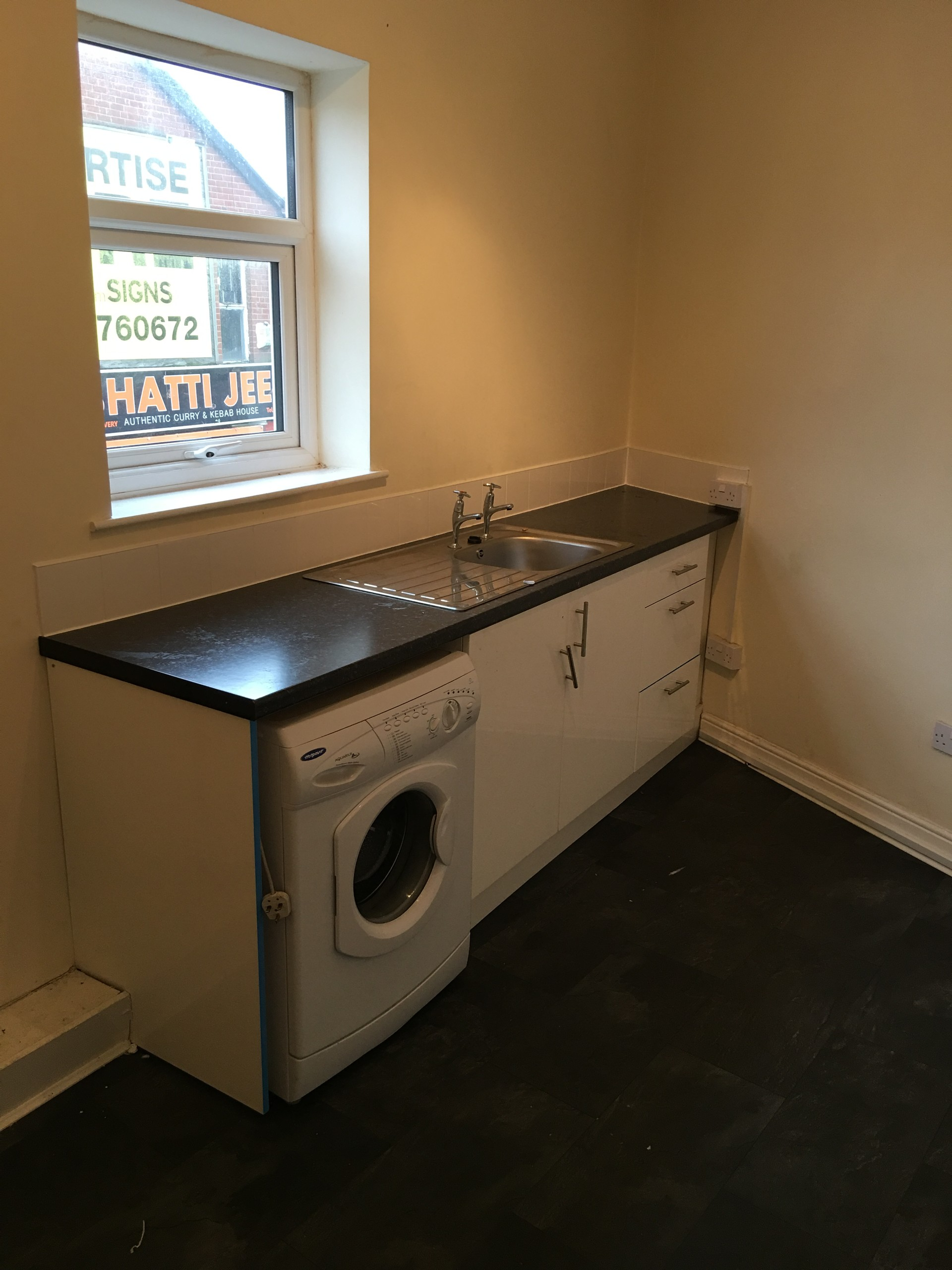 Flat to let in gorton facing McDonald's/gym/park