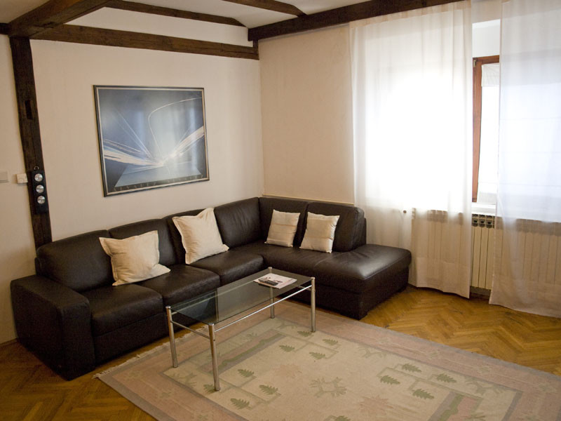 Living Room Zagreb flatshare-one room available,from 1 august 2018, in shared 5 room