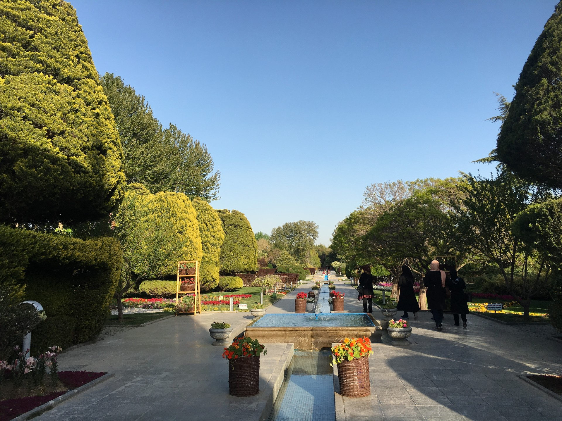 flower-garden-isfahan-7a1bd266764cf4fded