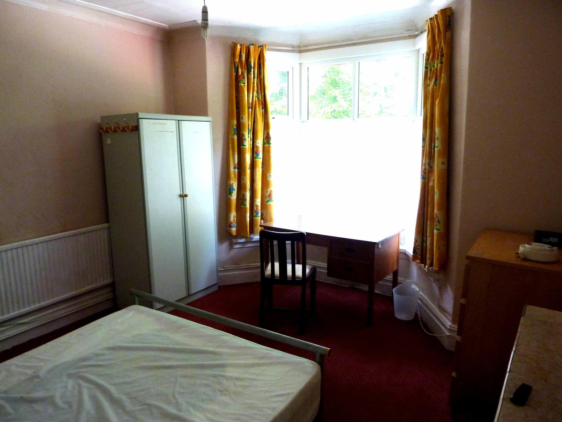 ... Four Bedroom Terrace House, 5 Min Walk To Swansea Uni Singleton ...