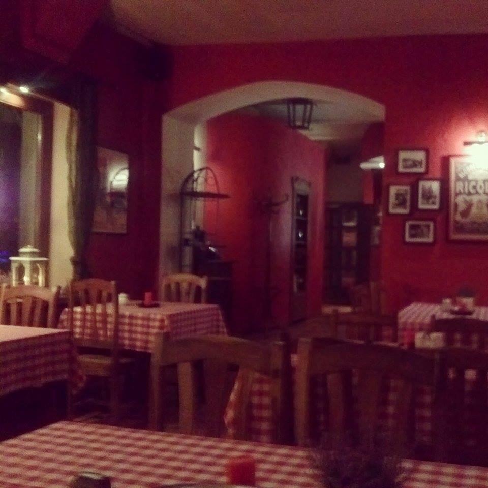 Francuska restauracja w ukrytej uliczce