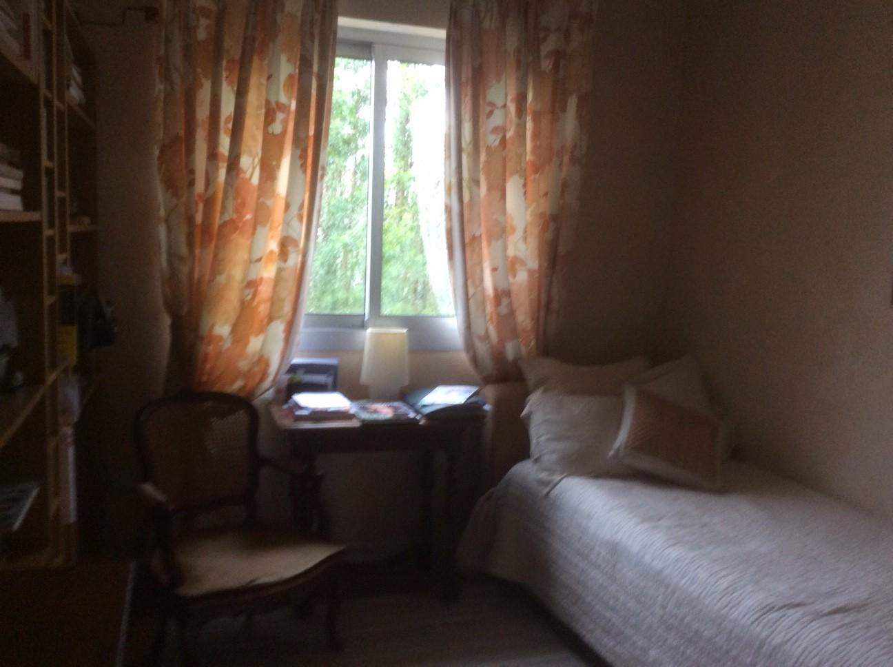 French appartement de 75m avec balcon fleuri et terrasse for Appartement terrasse paris 14