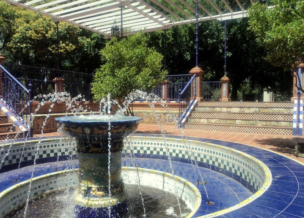 Fuente dentro del patio andaluz erasmus photo buenos aires - Fuente para patio ...