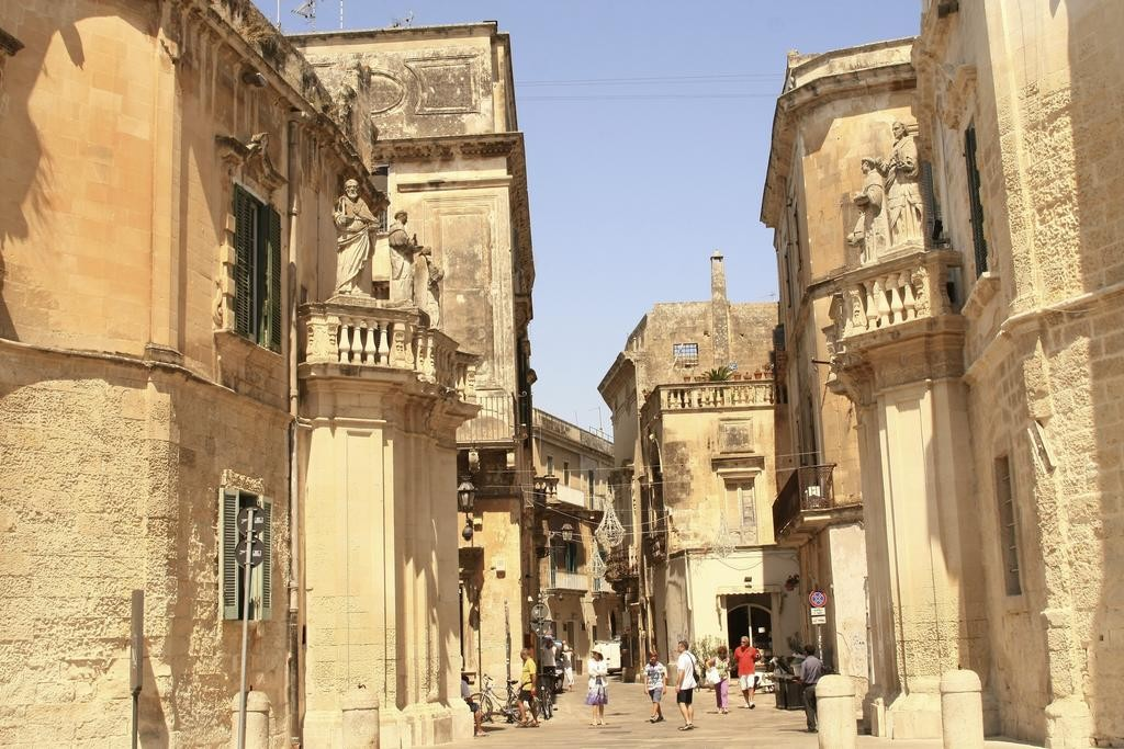 fully-equipped-shared-room-apartment-center-lecce-d97ae6030ec407b16d79af938665d8ef