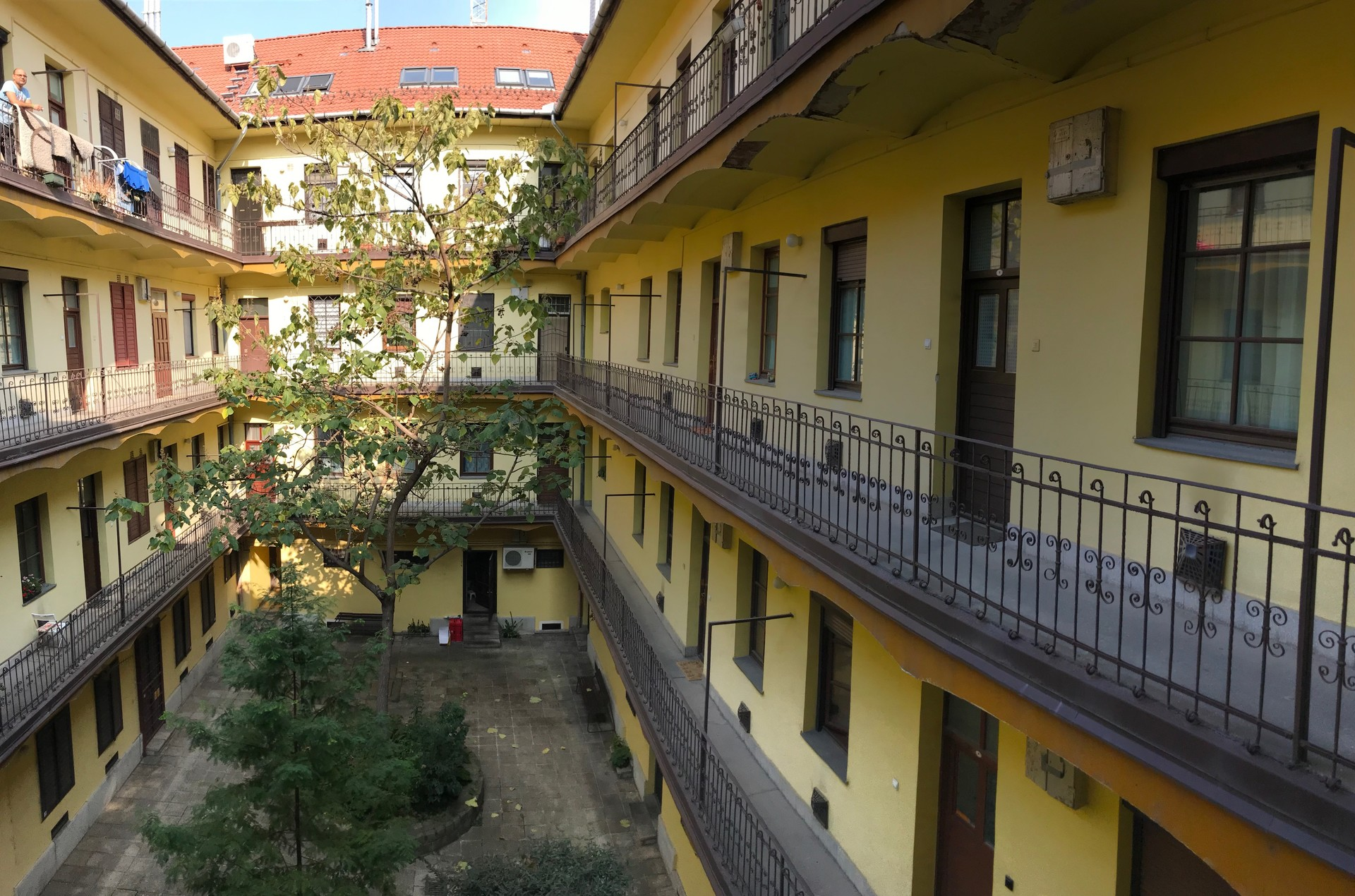 Fully equipped, sunny apartment for rent in central Budapest, wi