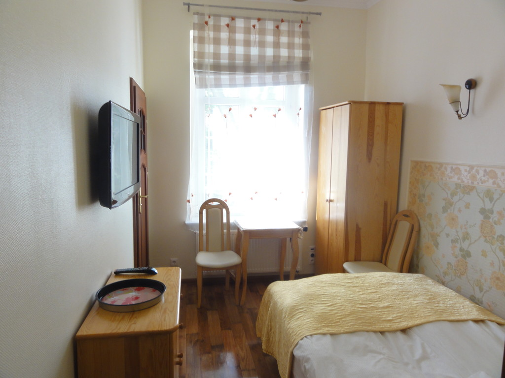 Fully furnished room available for rent in sopot room for Furnished room