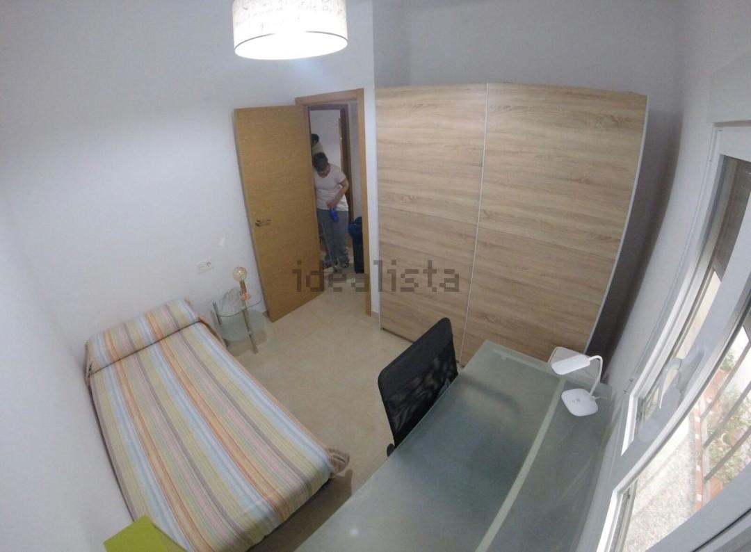 Funcional habitación en preciosa casa al lado de l
