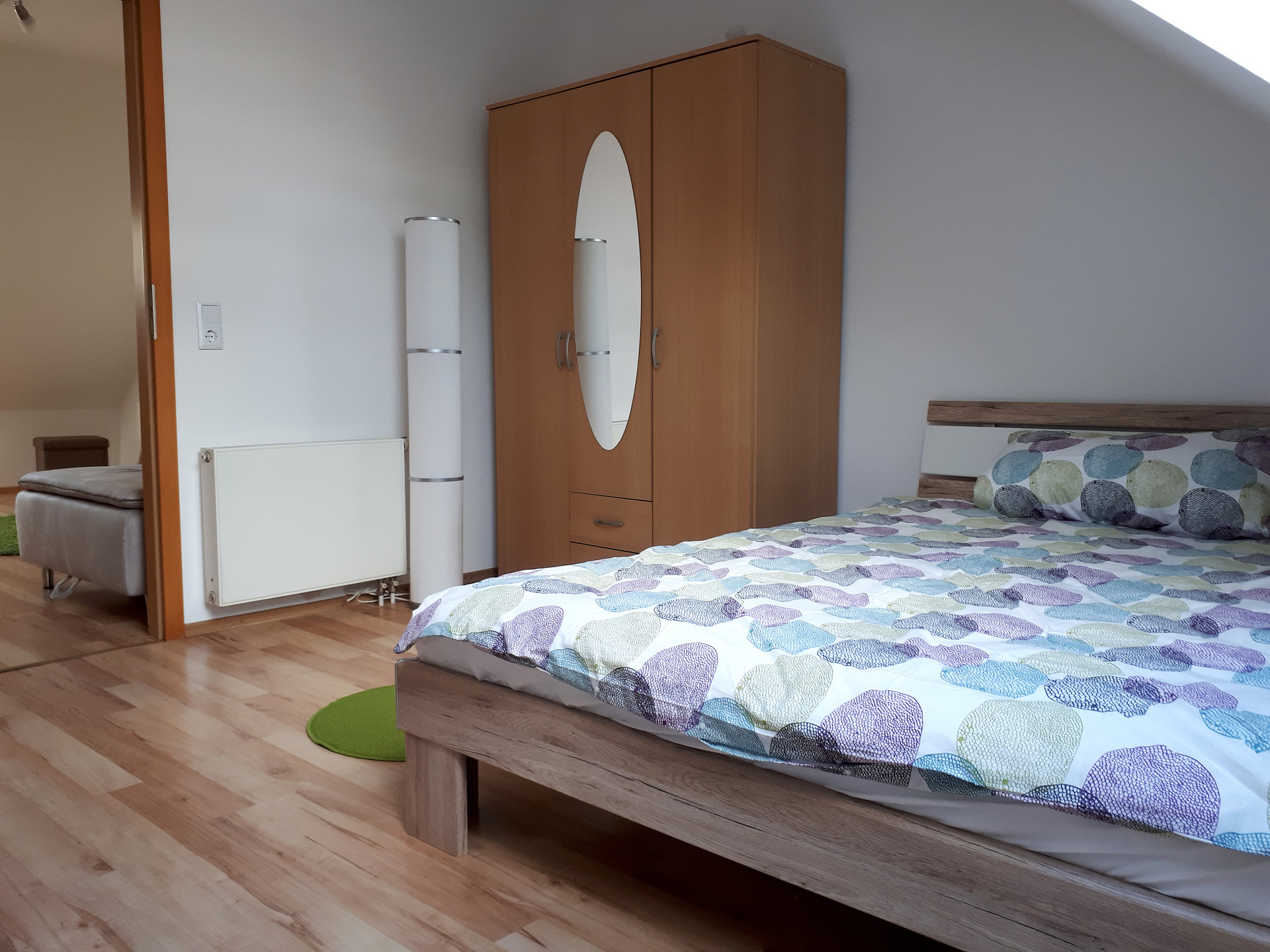 Furnished Room For International Students In Friendly Light Attic  # Muebles Koln Internacional