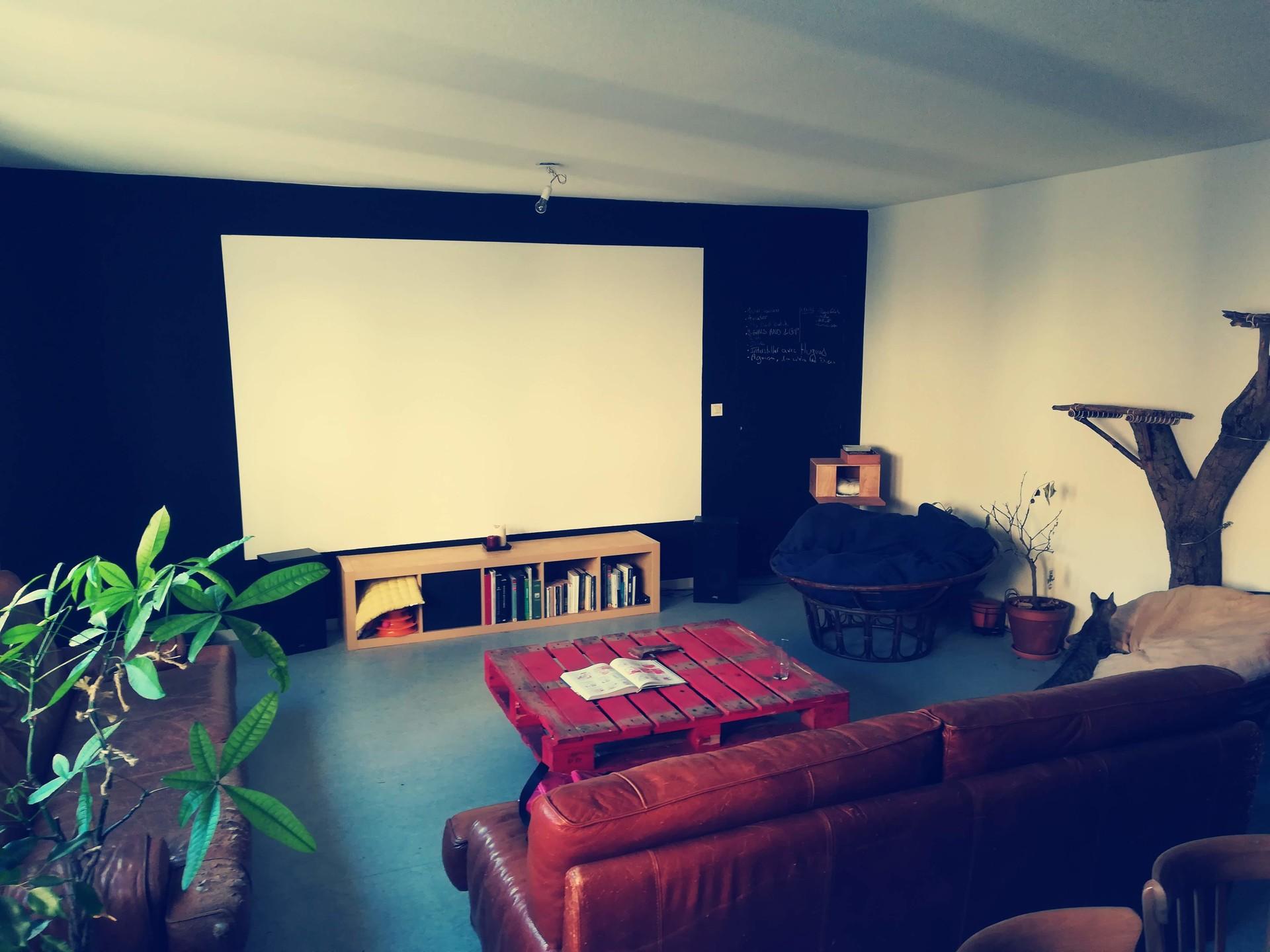 furnished-room-old-lyon-5275ebbda38a75c423219e43bddd36e4