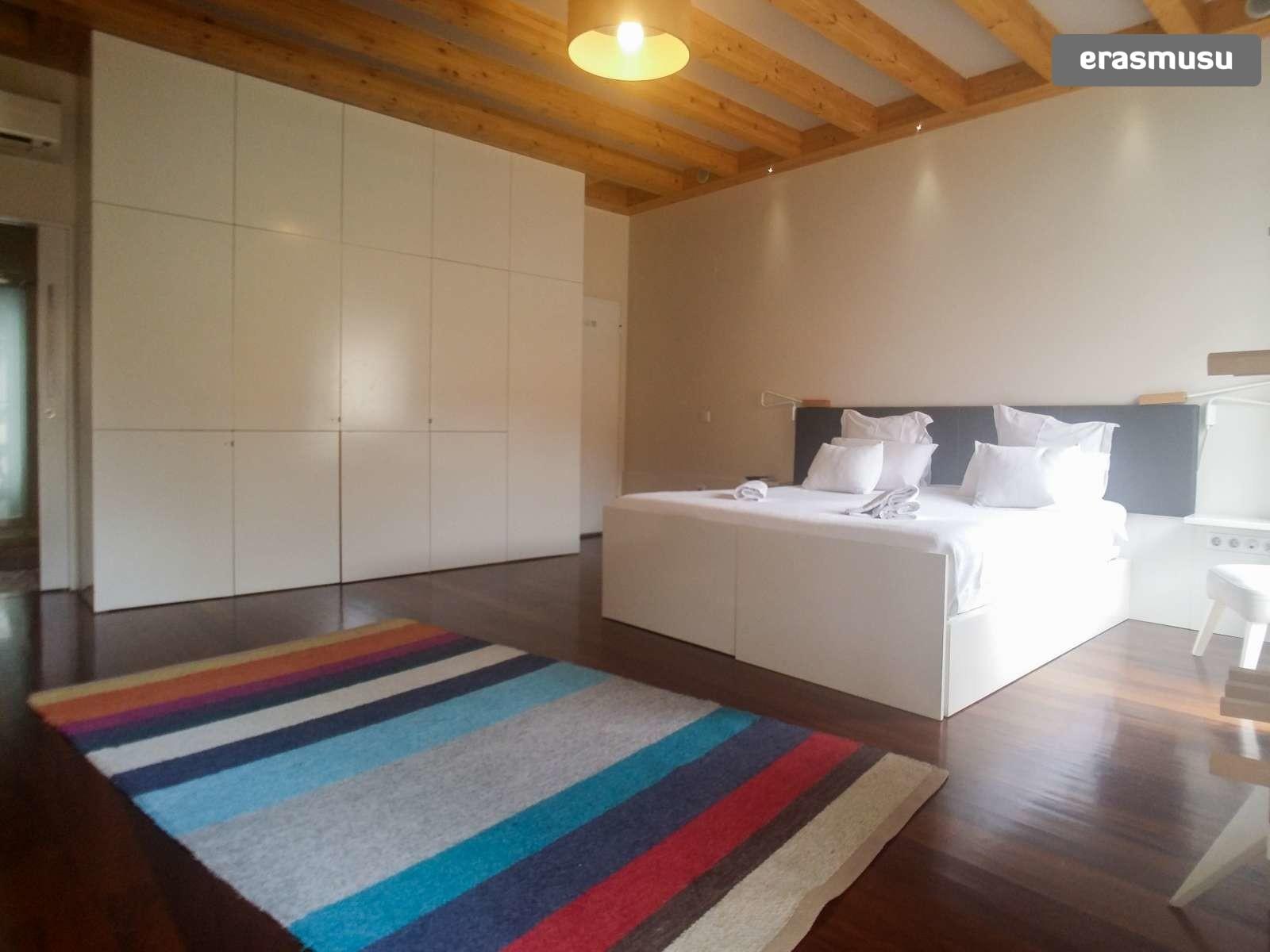 furnished-studio-apartment-rent-sao-nicolau-54218bfbe63b82ee77d1