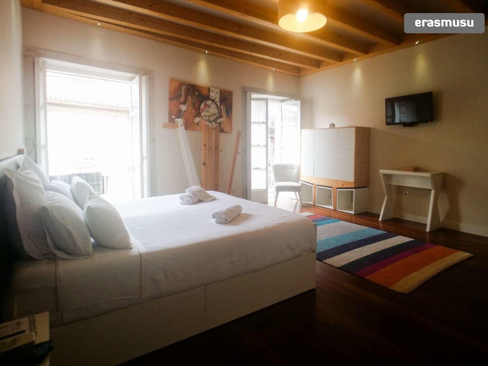 furnished-studio-apartment-rent-sao-nicolau-ce4edcb31f0fa5308e4b