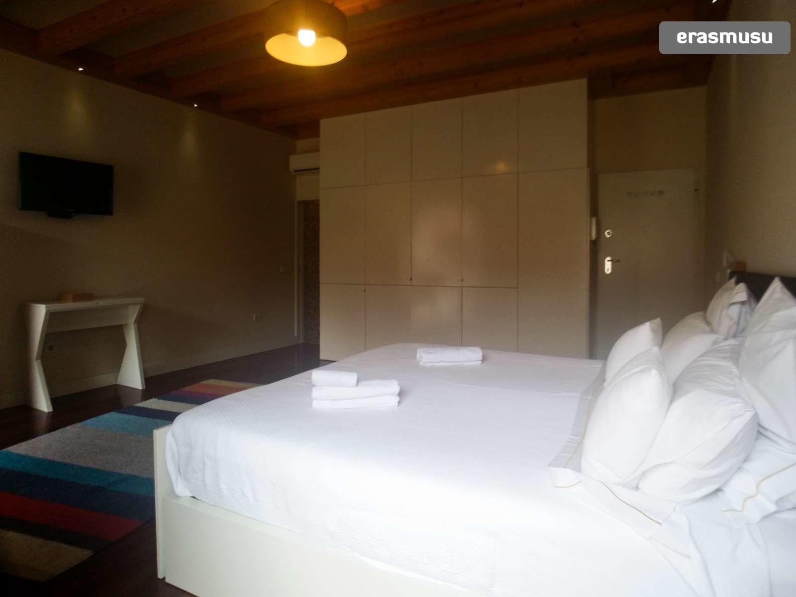 furnished-studio-apartment-rent-sao-nicolau-ecd36ce8591584e3d465