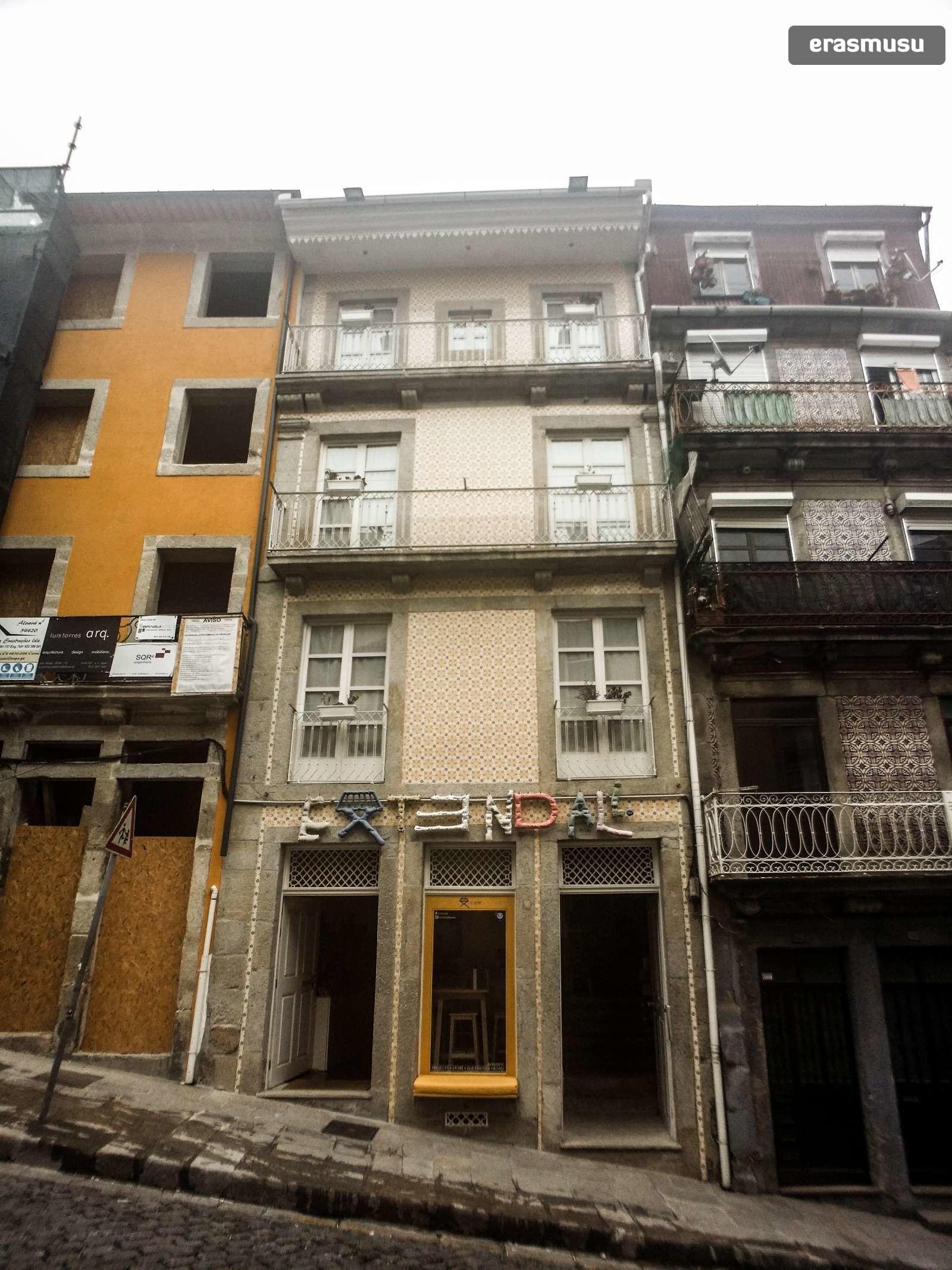 furnished-studio-apartment-rent-sao-nicolau-efb6e6b3e63d15906ba7
