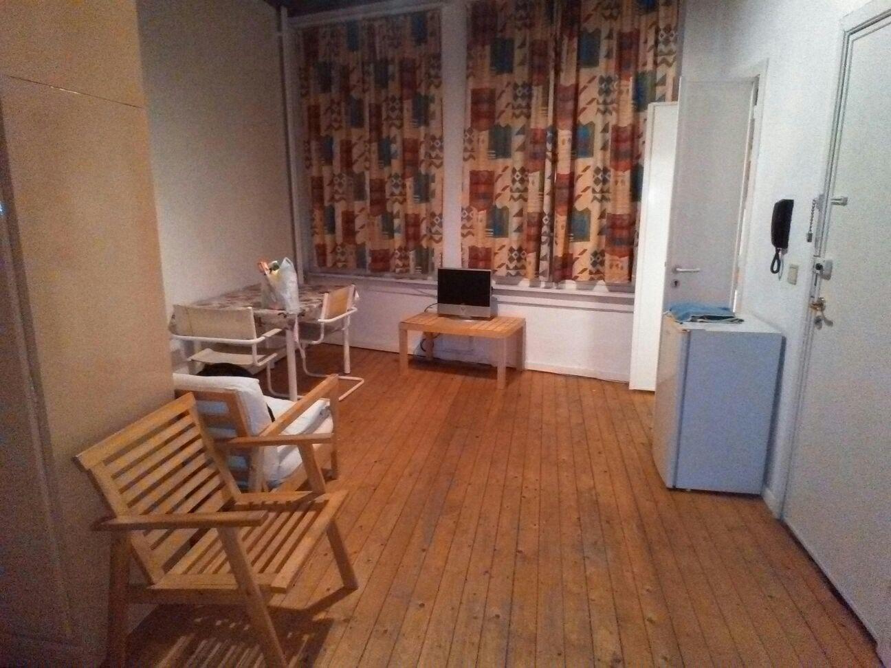 furnished-studio-flat-central-antwerpen-belgium-8ece7027f5dd962da46a333342d9d08d