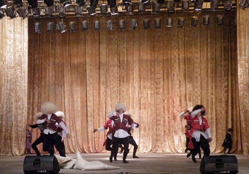 georgian-folk-dance-1bfa0450fae288593e10