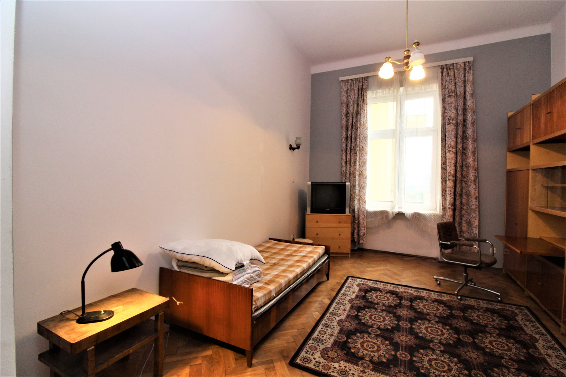 Giant Vintage Apartment Between Old Town And Jewish Quarter Room For Rent Krakow
