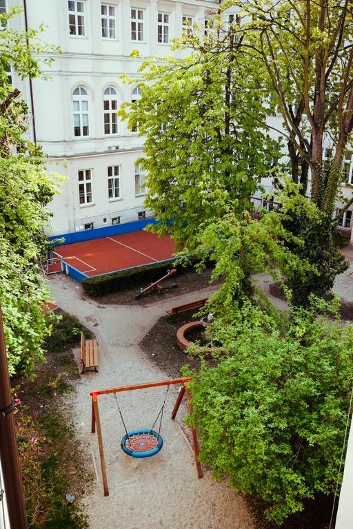 Girls dedicated quadruple room, students dormitory close to Cons