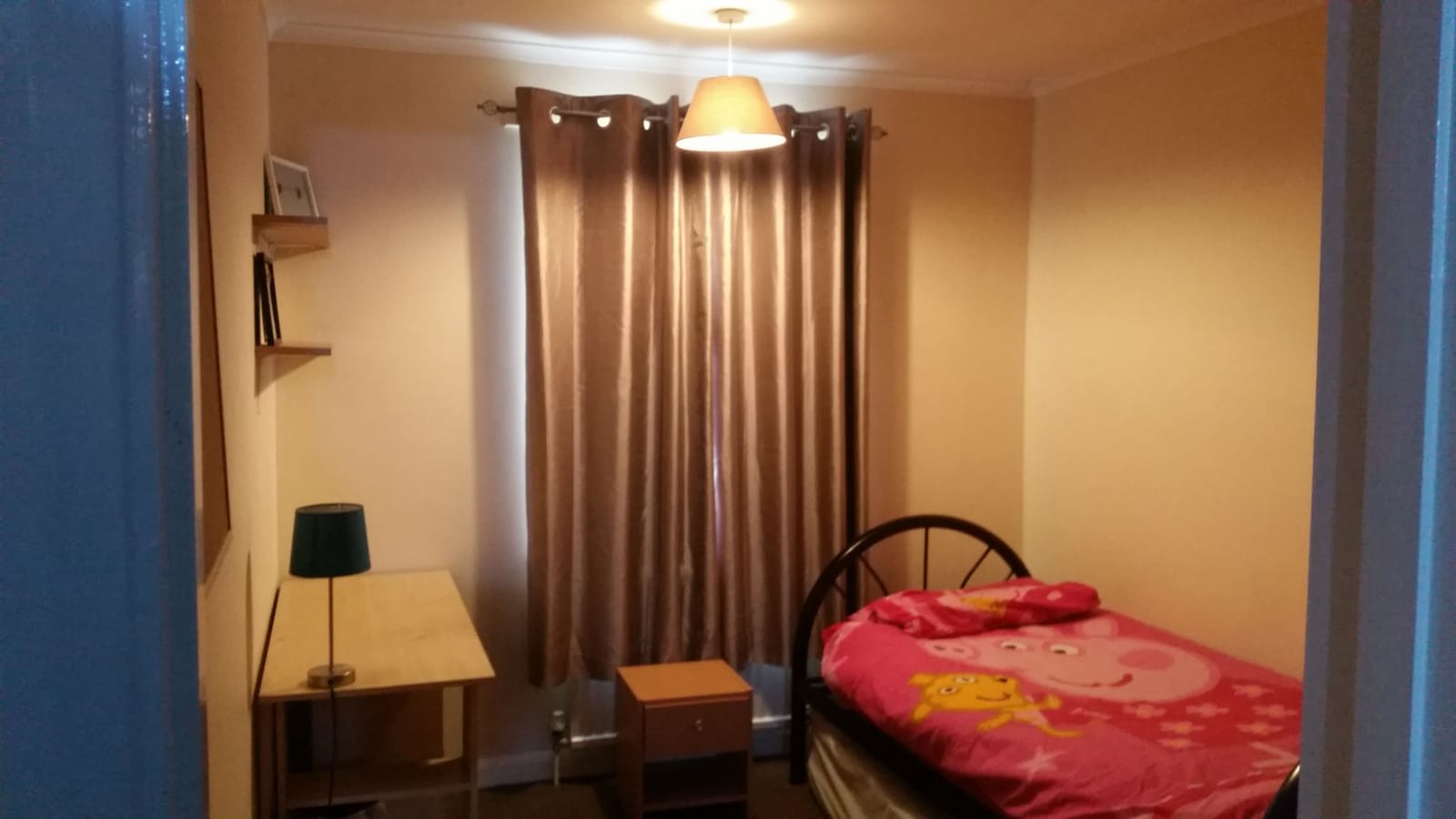 Good size single room with wardrobe, desk, drawers and side tabl