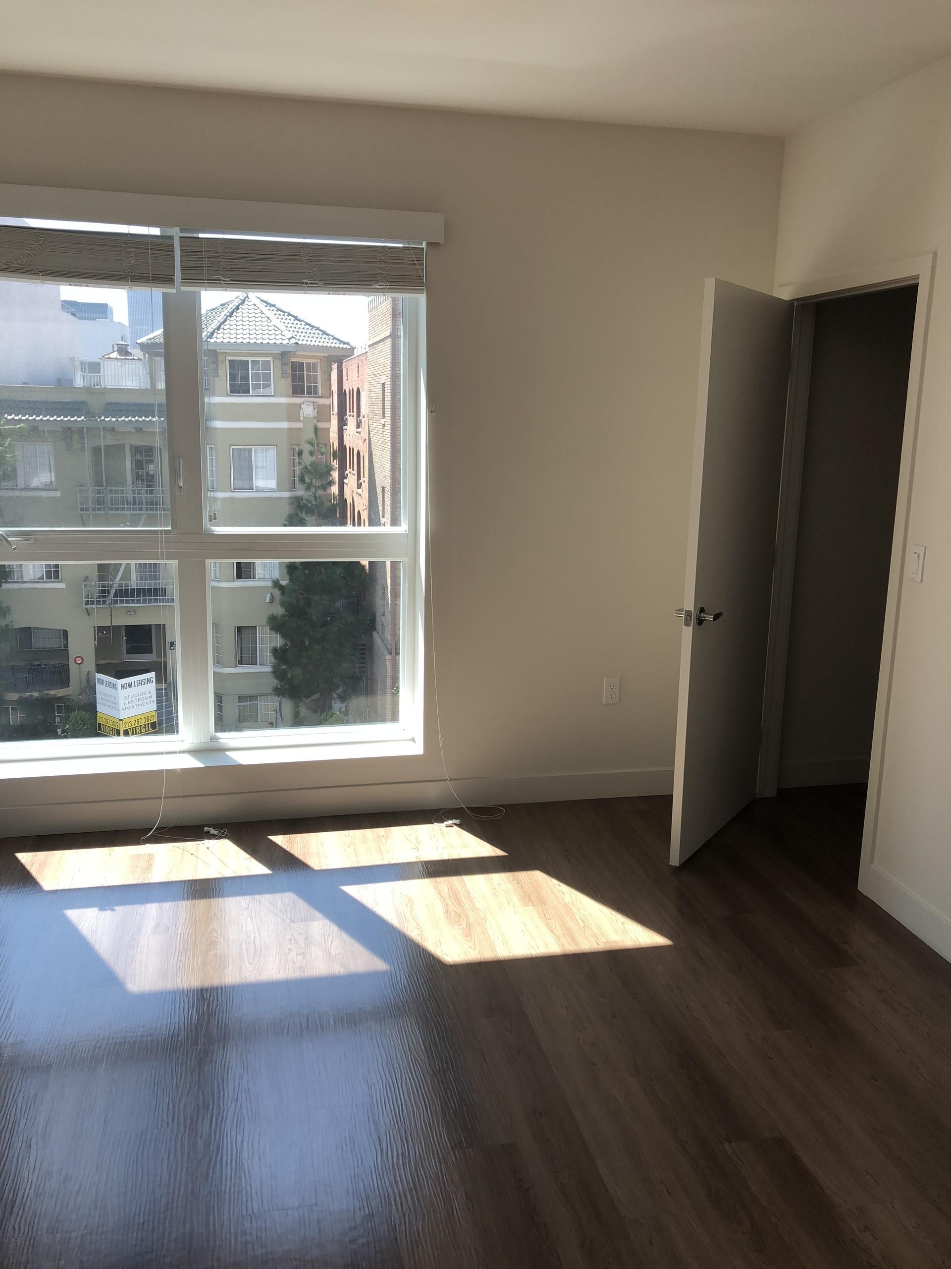 Good Sized Private Bedroom in Koreatown, Los Angeles