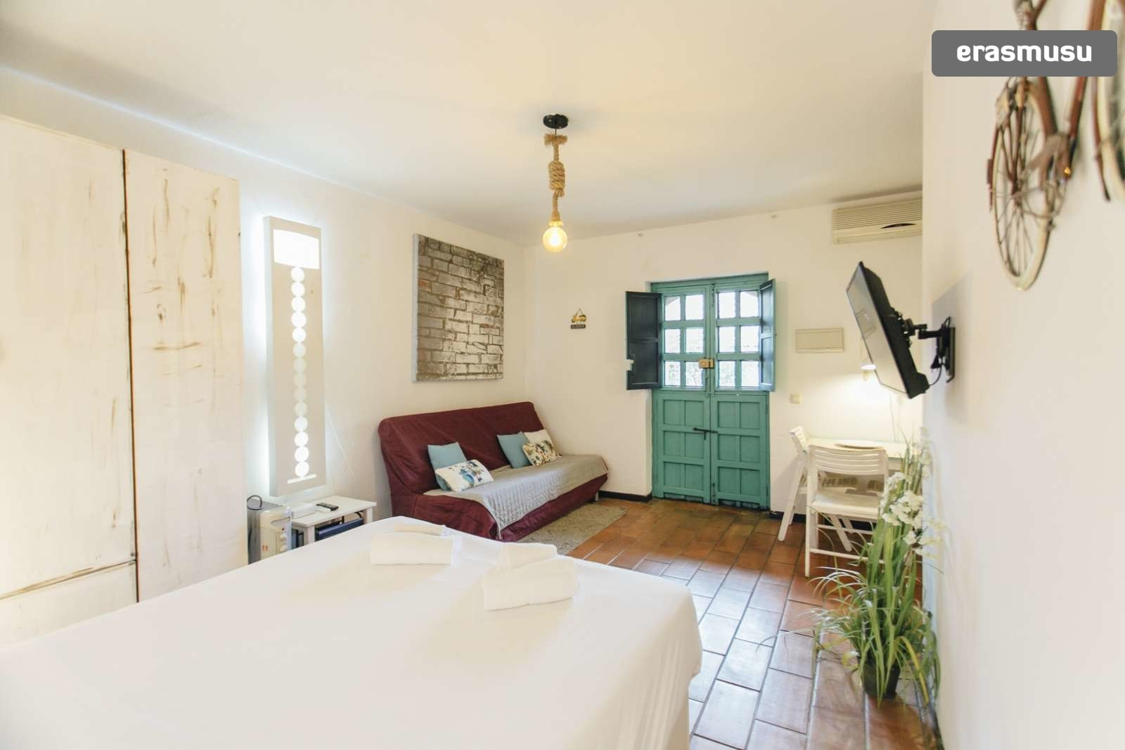 Gorgeous studio apartment with AC for rent in Seville Centro