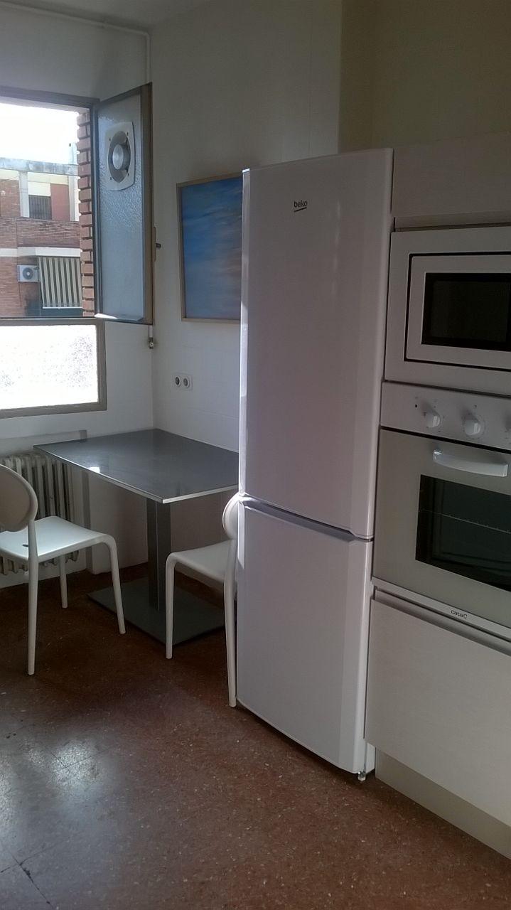 Gran piso con buenas vistas y junto al centro alquiler for Piso 4 dormitorios sevilla