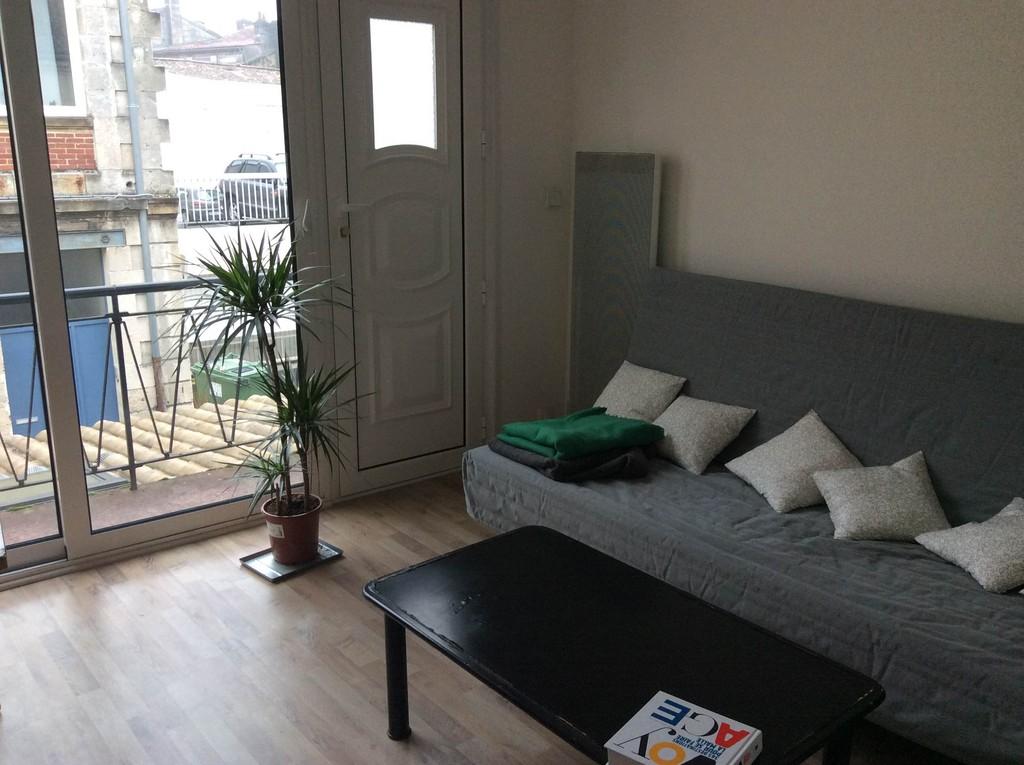 Grand apartement avec cuisine salon et balcon toilettes for Location bordeaux 4 chambres