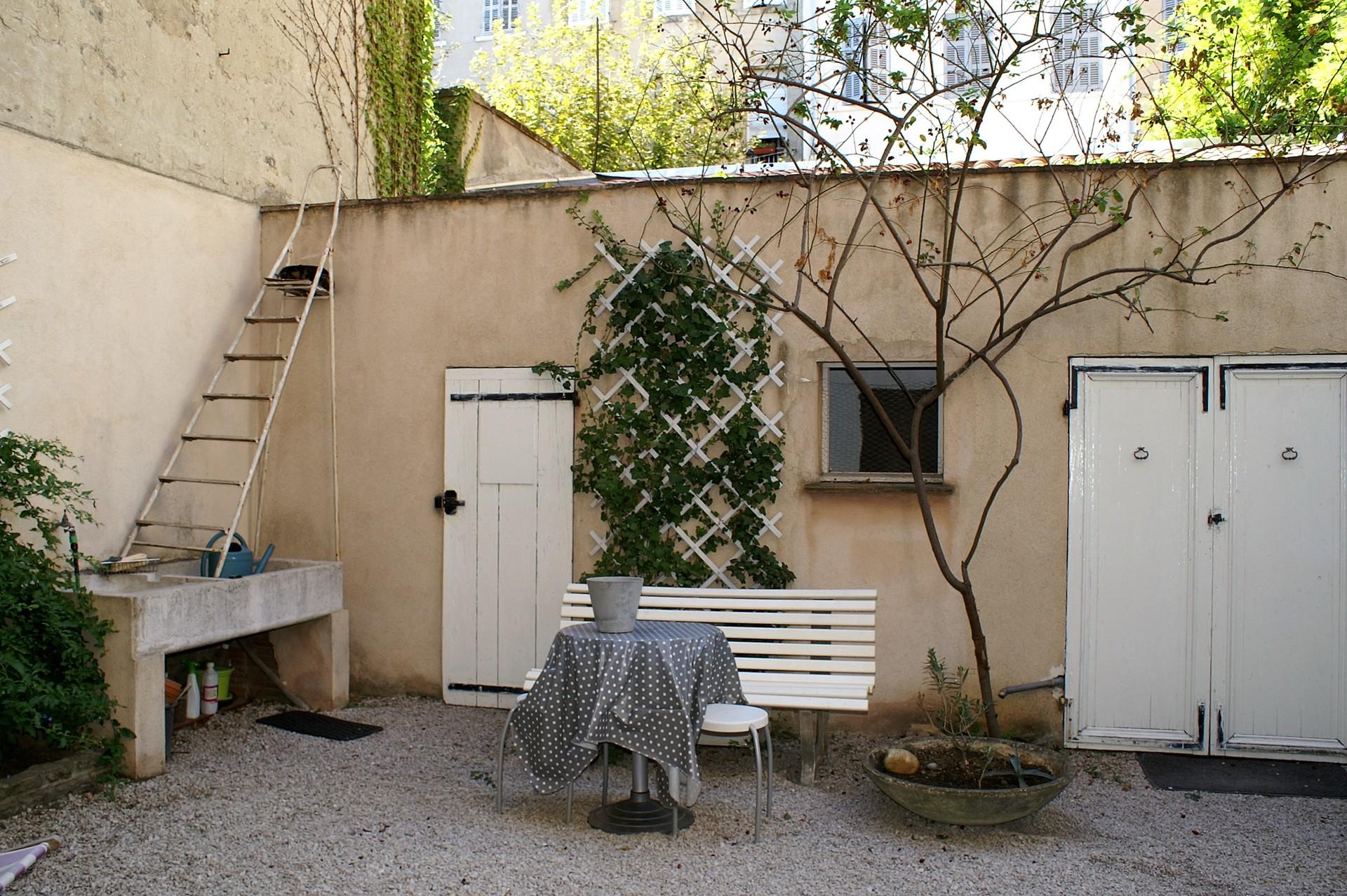 Chambre dans un grand appartement en rez de jardin