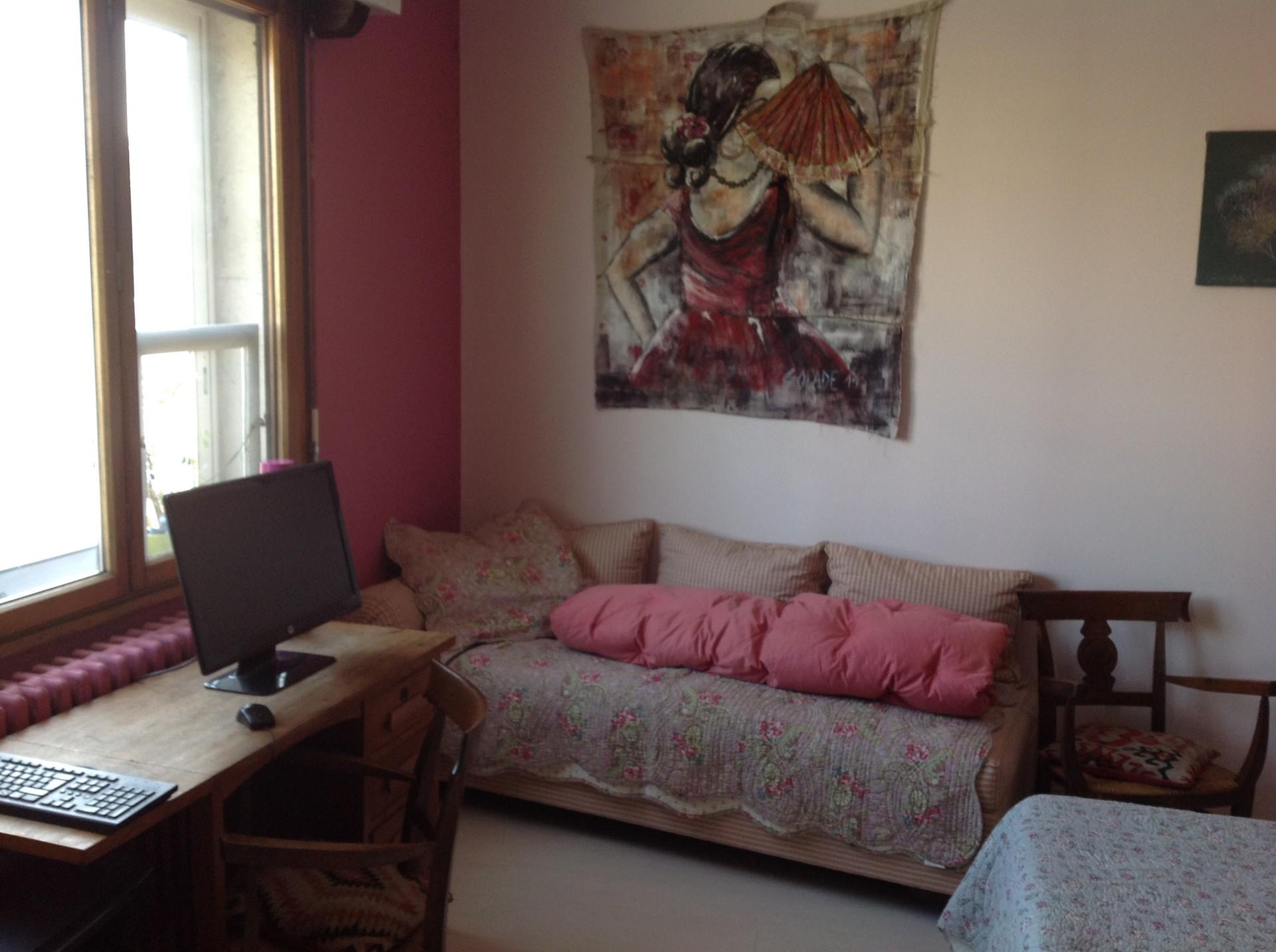 Grande chambre chez l 39 habitant location chambres bordeaux for Chambre a louer bordeaux