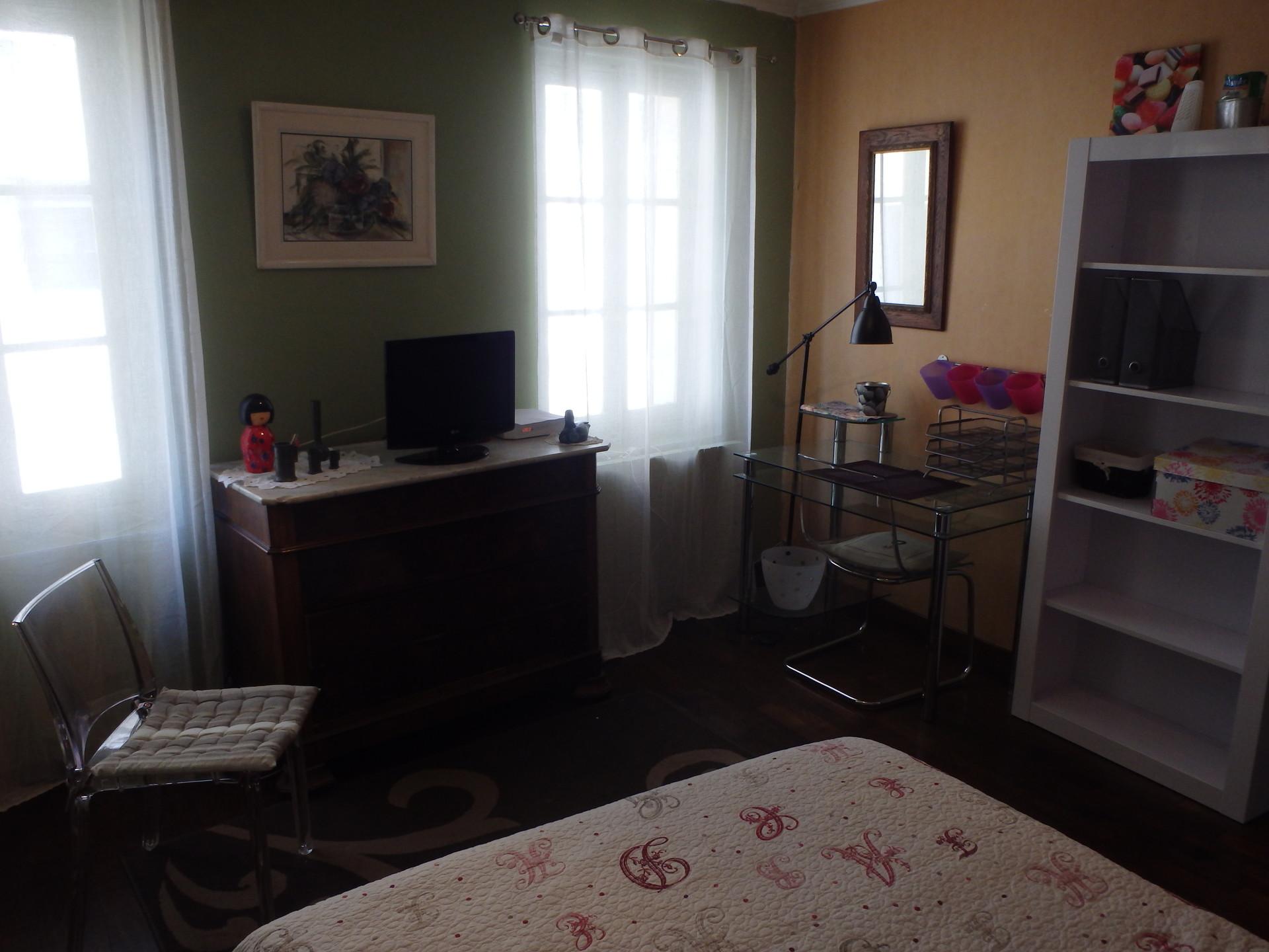 Grande chambre de 25m2 meubl location chambres marseille for Marseille chambre