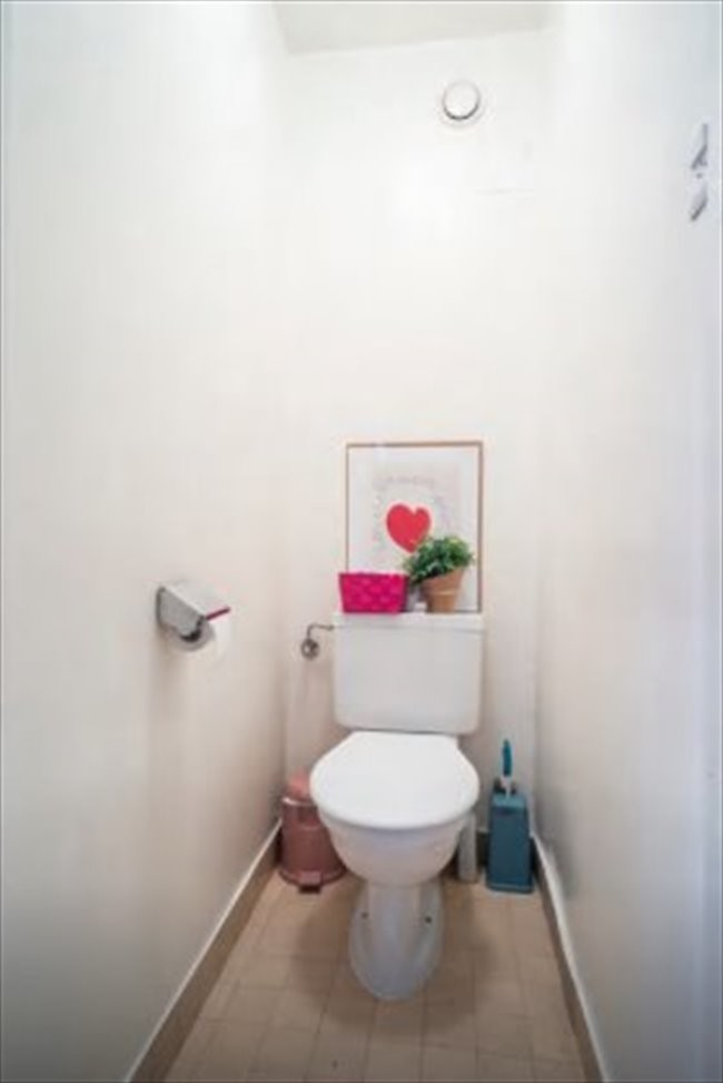 grande-chambre-meublee-pour-une-femme-a-