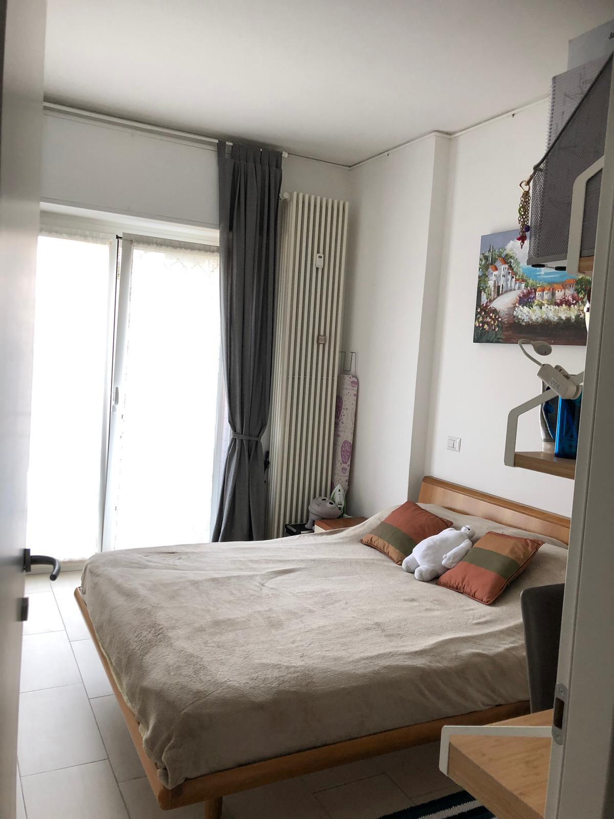Letto Matrimoniale Grande.Grande Stanza Luminosa Con Letto Matrimoniale Room For Rent Milan