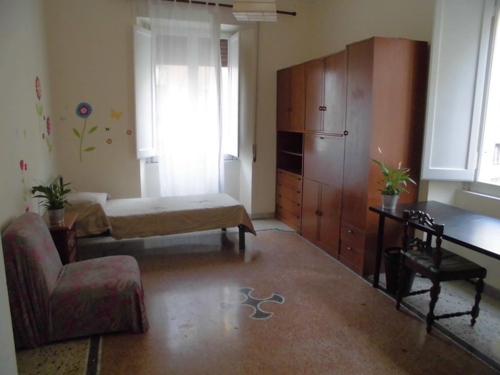 Grande stanza uso singolo piazza bologna metro b stanza for Affitto stanza bologna