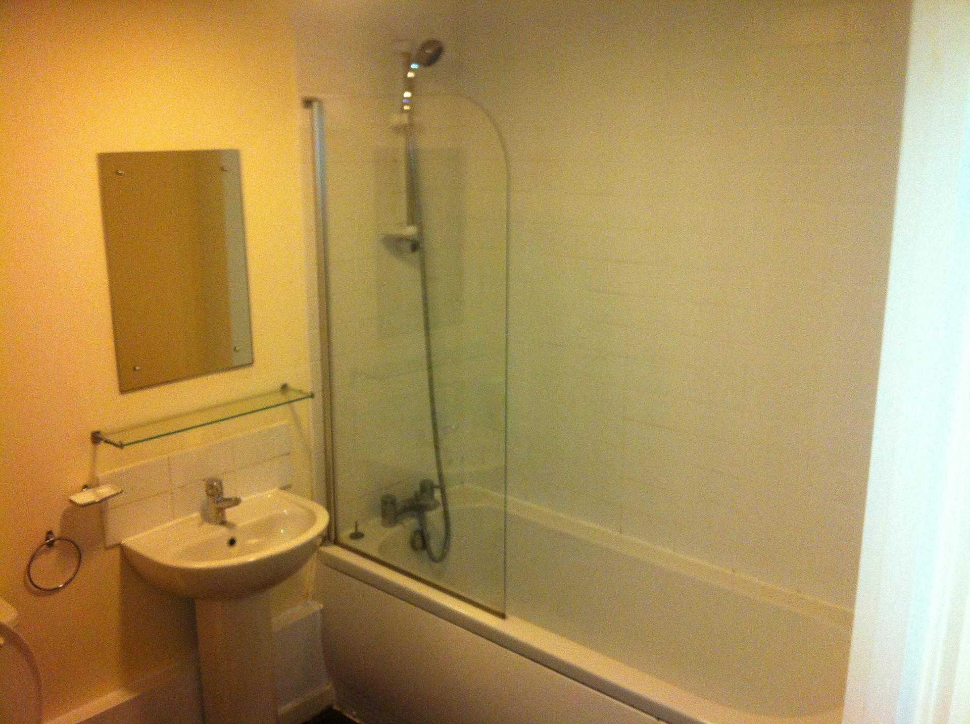 Great Location double bedrrom in 3 bedroom2 bathroom modern apar