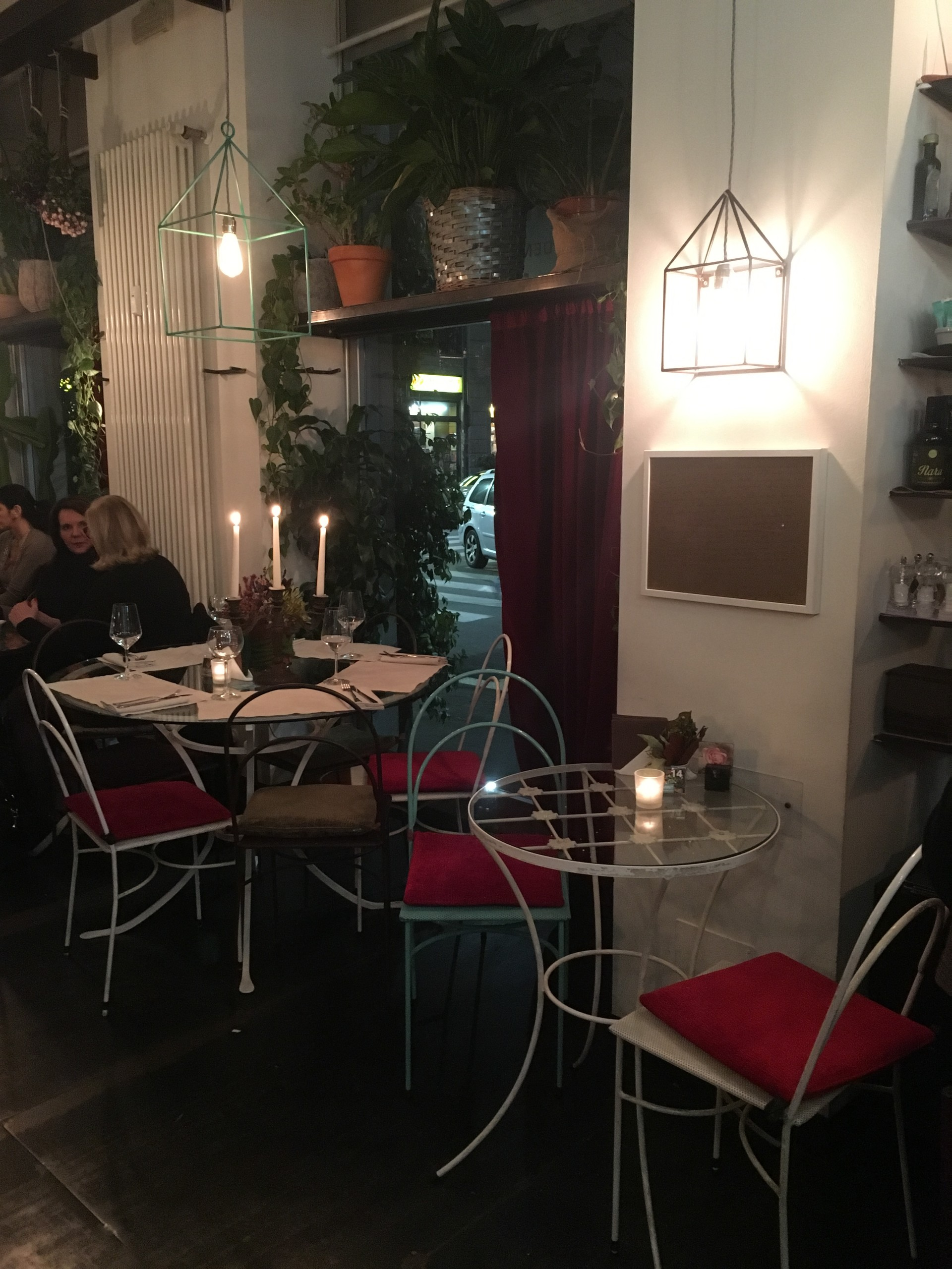 Green Escape to Mint Garden Cafe in Milano