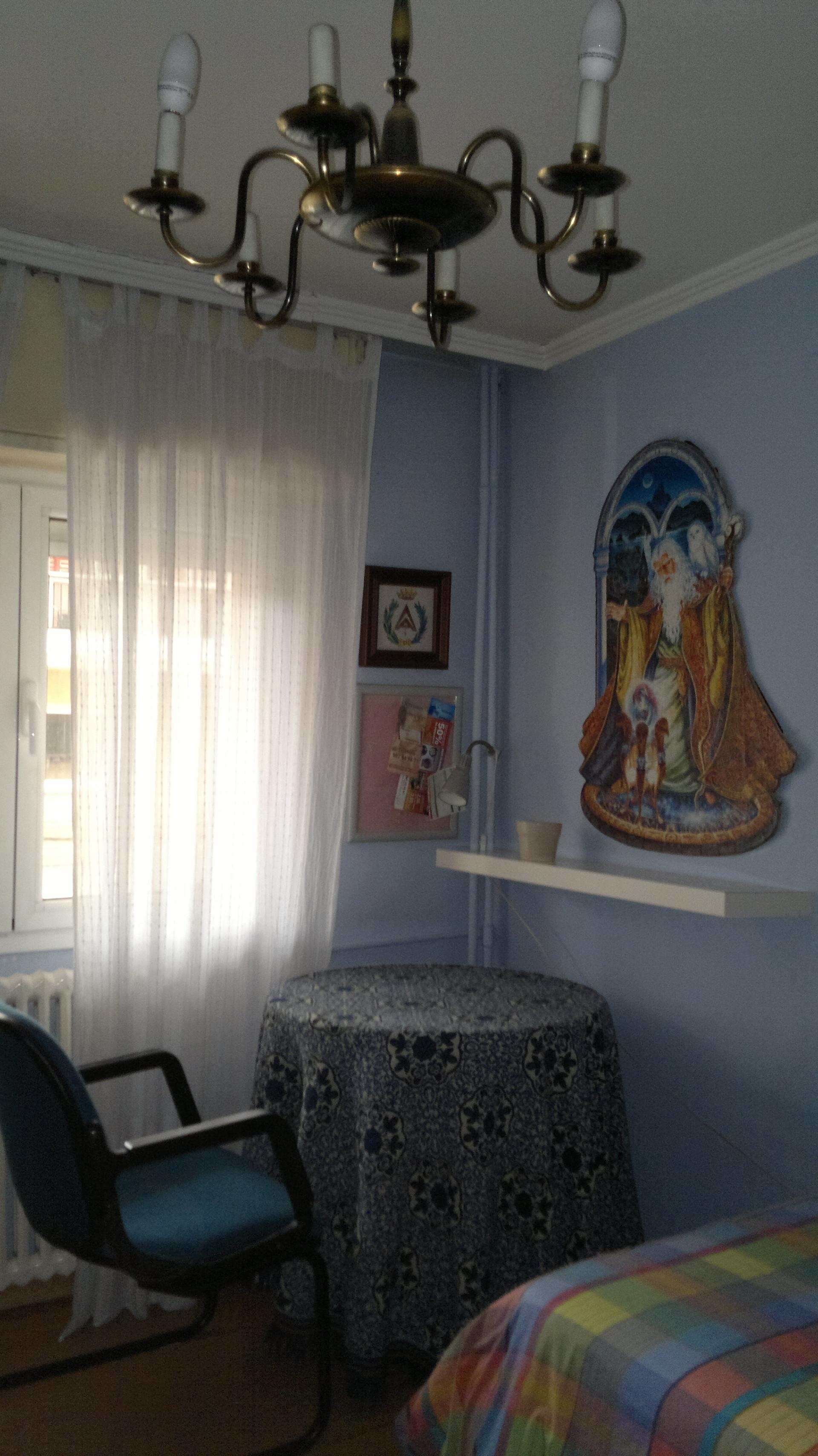 habitación acogedora  y luminosa  en piso de ambiente tranquilo