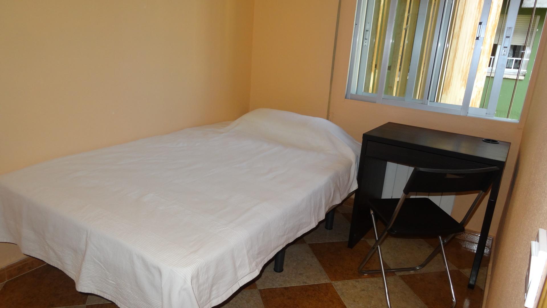 Habitaciones en alcal de henares para estudiantes for Mobiliario para estudiantes