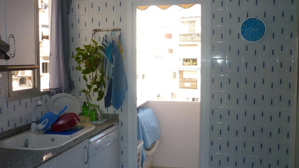 Habitaci n en alquiler para chica estudiante alquiler for Alquiler cuartos estudiantes