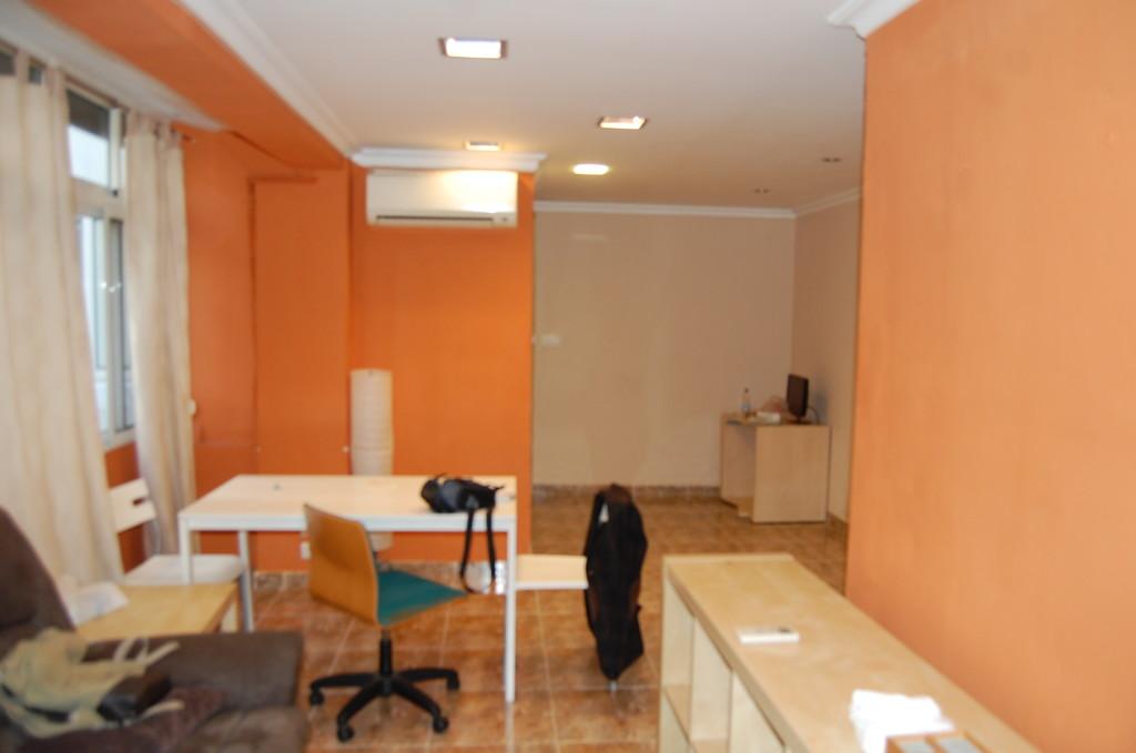 Habitaci n amplia con cama doble en apartamento compartido for Alquiler de habitaciones en apartamento compartido
