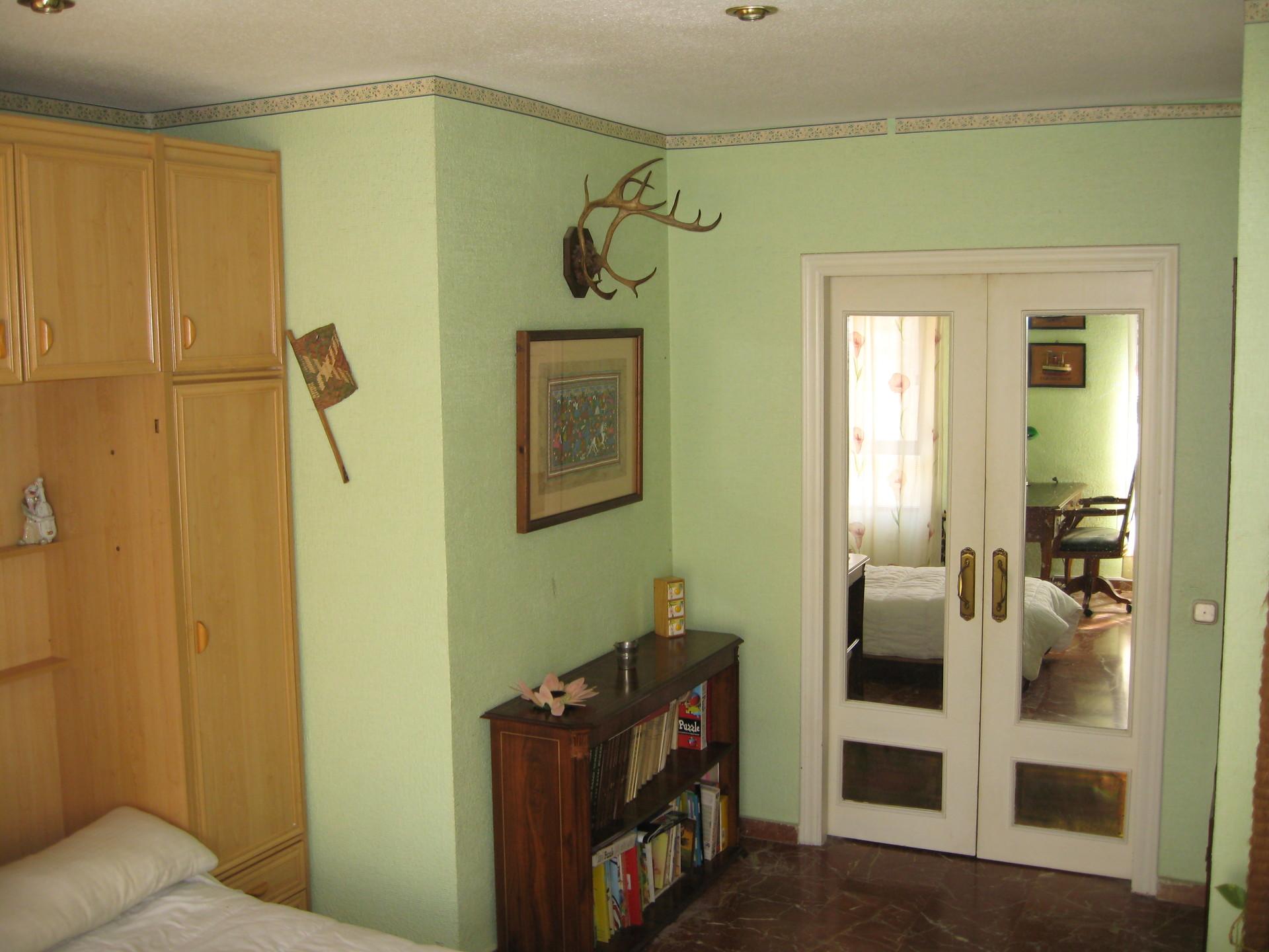 Habitación amplia y muy luminosa en Almería