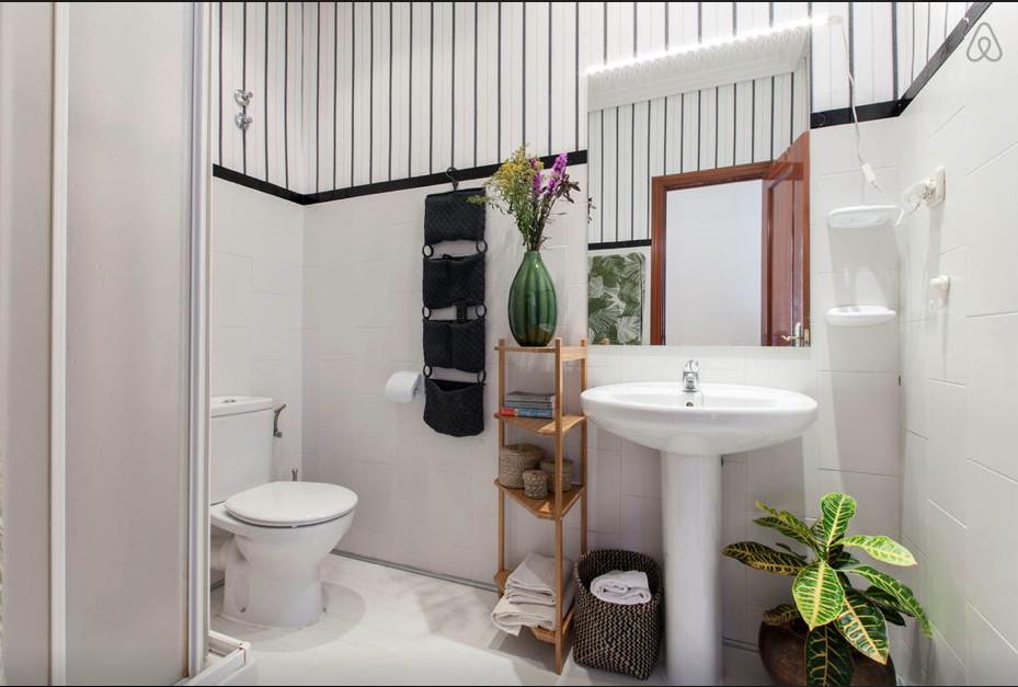 Habitaci n amplia y luminosa en piso de lujo en pleno for Bano 2 metros cuadrados