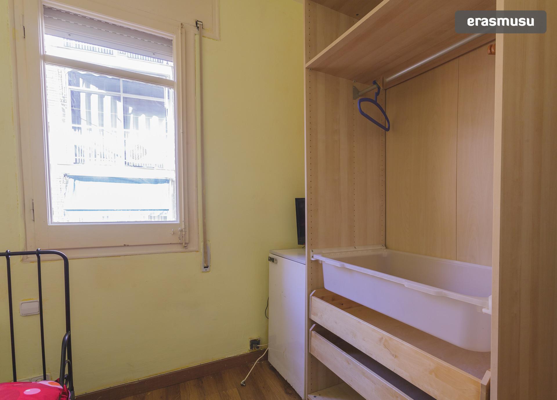 Habitación amplia y soleada en Barcelona