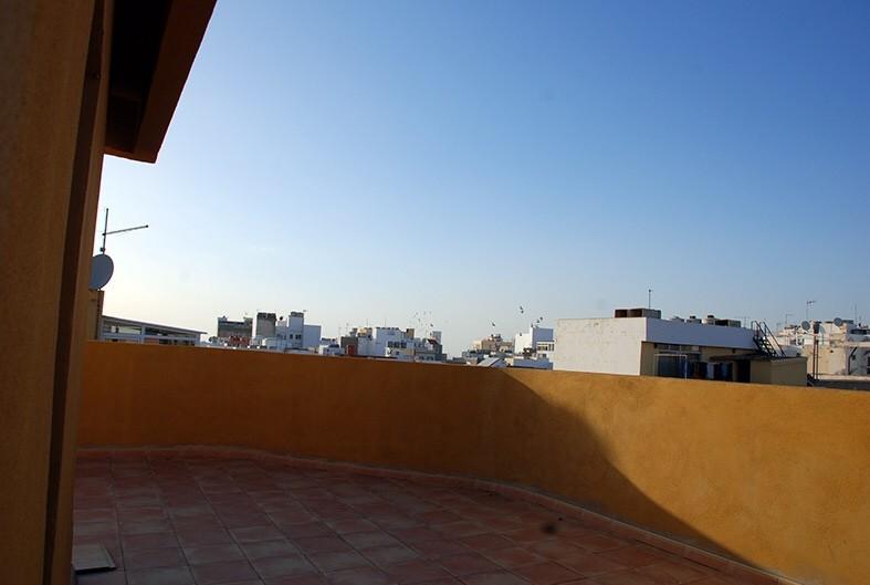 Habitación amplia y luminosa cerca de la Playa.