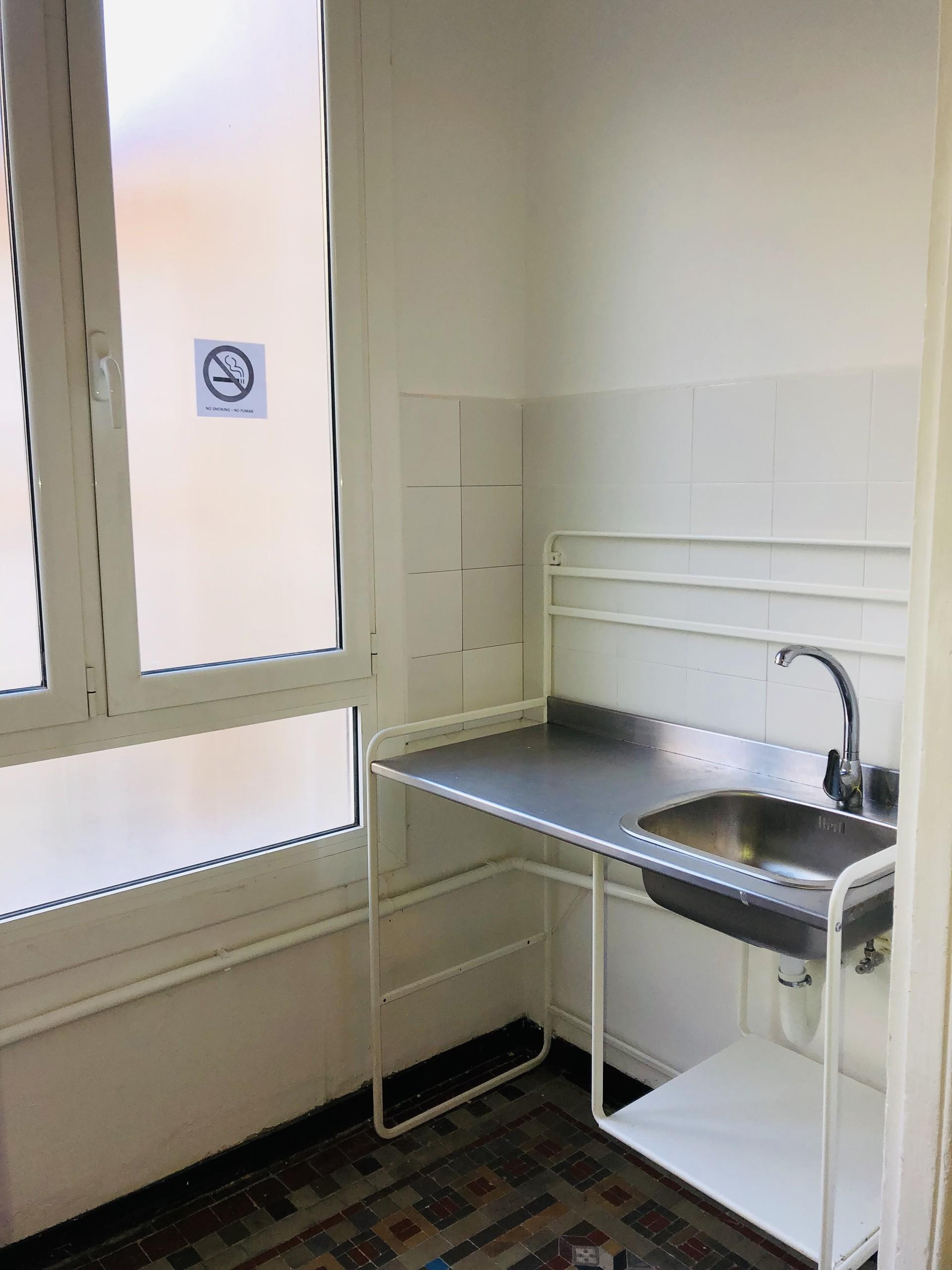 Habitación con baño incluidoen el centro de barcelona. Dispones