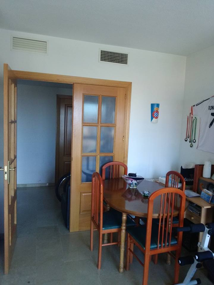 Habitacion con cama de matrimonio para estudiantes en piso for Pisos de alquiler en camas