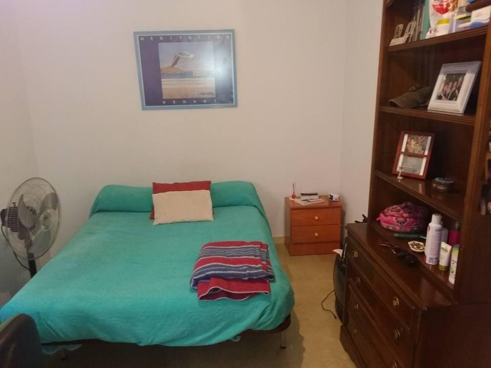 Habitacion con cama de matrimonio para estudiantes en piso for Habitaciones con cama de matrimonio