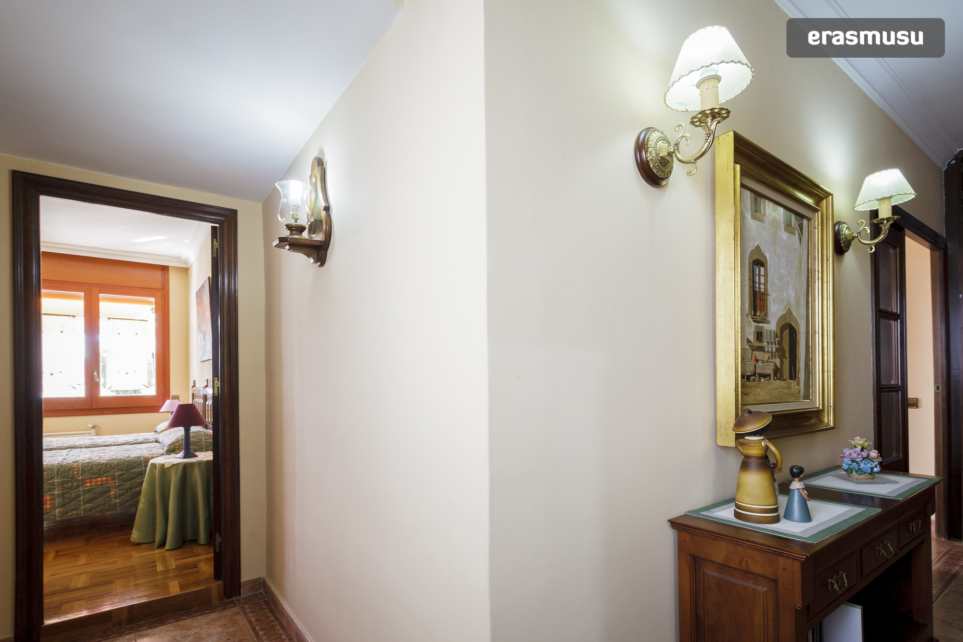 Habitación con cama de matrimonio en zona La Sagrera