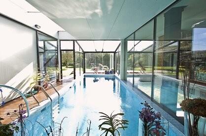 Habitaci n en casa con piscina interior alquiler for Casas con piscina interior fotos