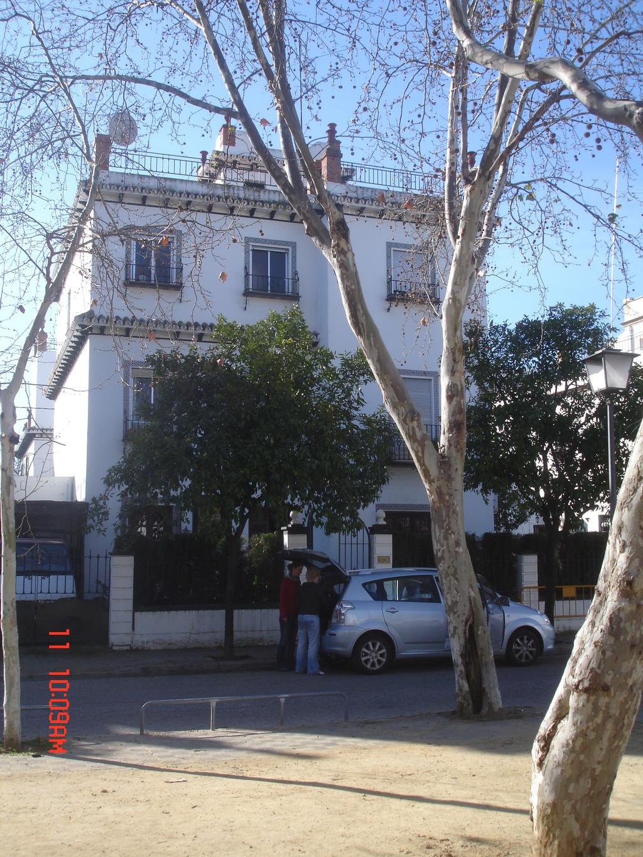 Habitaci n en chalet bonito chalet con jard n alquiler for Alquiler vacacional sevilla chalet