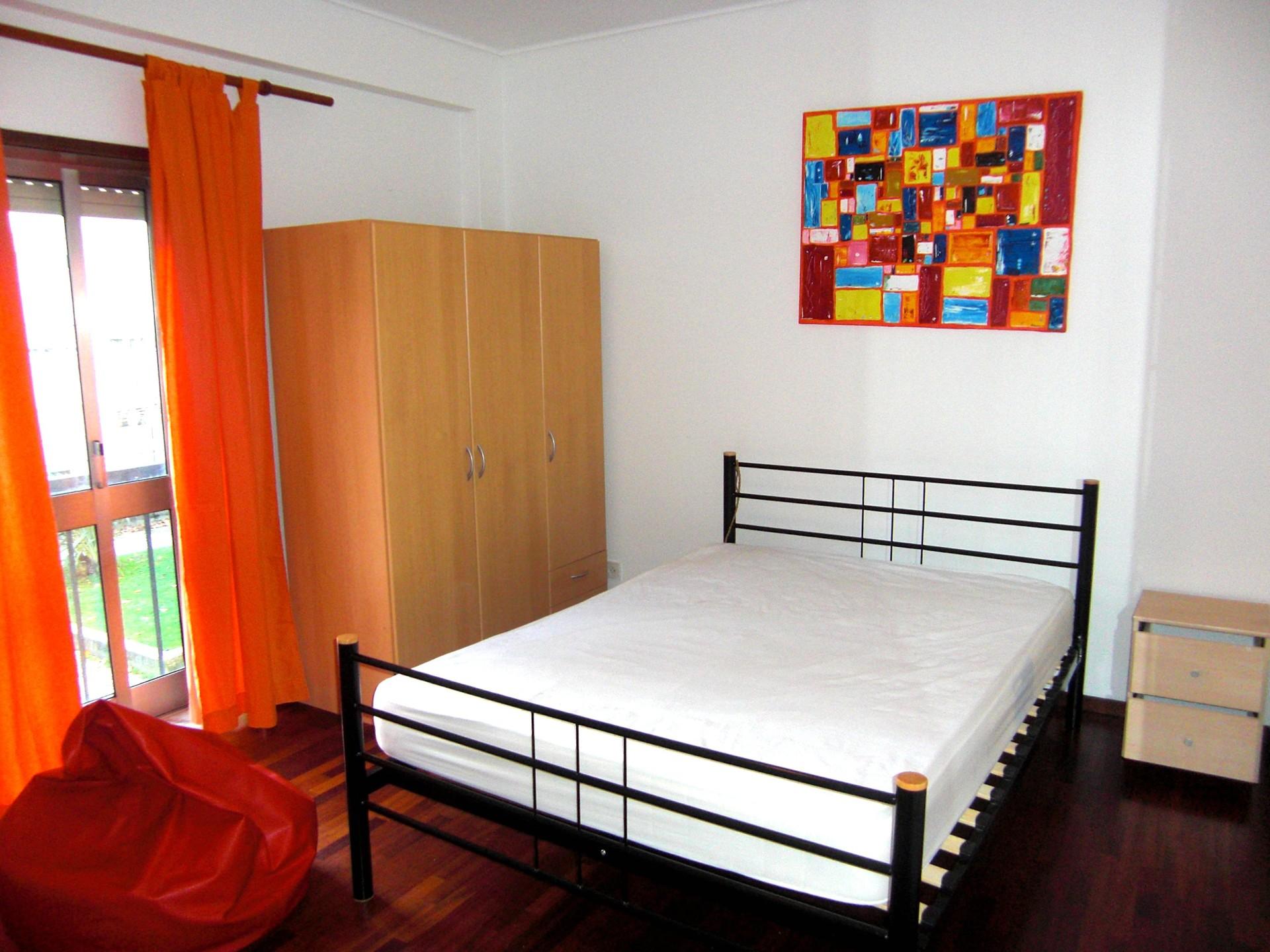 Habitaci n para chica estudiante con internet incluido for Para alquilar habitaciones