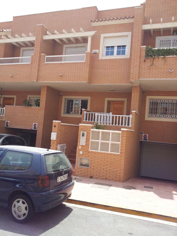 Habitacion de 25m cuadrados soleada alquiler for Pisos estudiantes almeria